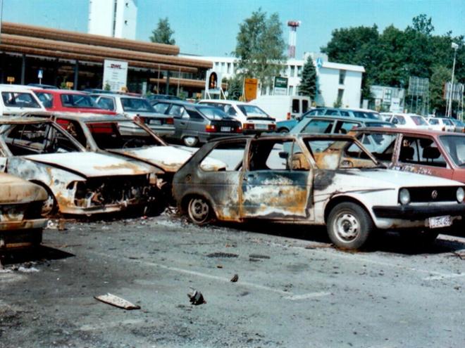 Brnik po letalskem napadu (28. 6. 1991) Foto: Marjan Mikluš, Slavko Hočevar