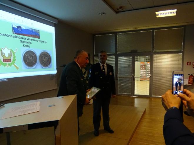 Predsednik Anton Rešek je podelil plaketo PDV Sever Gorenjska